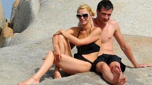 Paris Hilton si na dovolené s novým přítelem užívá