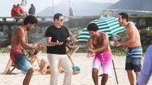 Podívejte se, jak se John Travolta rozvlnil při natáčení reklamy!