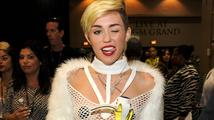 Miley Cyrus opět ukázala prsa