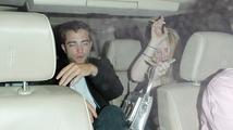 Robert Pattinson odjížděl nad ránem s neznámou blondýnkou. Že by nová láska?