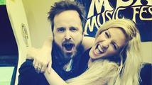 Z Ellie Goulding a Aarona Paula se stává nerozlučný pár