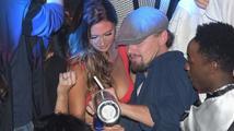 Leonardo DiCaprio v Cannes flirtoval s neznámou kráskou