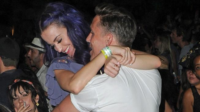 Katy Perry a Robert Ackroyd