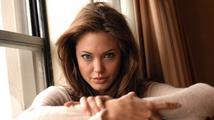 Angelina Jolie byla povýšena do šlechtického stavu