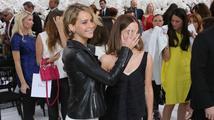 Jennifer Lawrence a Emma Watson se kočkovaly na Diorově Haute Couture