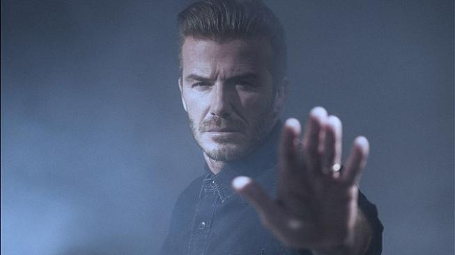David Beckham a Robbie Williams podpořili novou kampaň na ochranu dětí