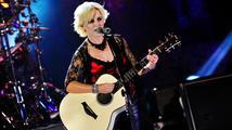 Zpěvačka a kytaristka skupiny The Cranberries byla zatčena