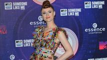 Kiesza šokovala na MTV EMA 2014: Zapózovala v peří a zazpívala v sexy prádle