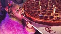 Miley Cyrus oslavila narozeniny v prostorách plných erotických pomůcek