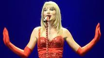 Taylor Swift skupuje porno domény