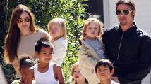 Angelina Jolie a Brad Pitt prý chtějí adoptovat další dítě