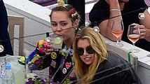 Miley Cyrus má novou známost: Andílka Victoria's Secret!