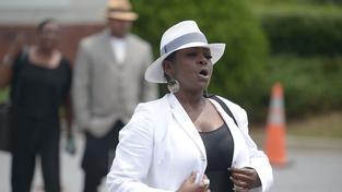 Nechutné! Leolah Brown narušila pohřeb Bobbi Kristiny