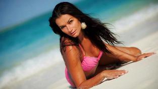 Mezinárodní ostuda: Česká modelka skončila ve vazbě poté, co se pobila s letuškou