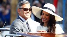 George a Amal Clooneyovi oslavili první výročí svatby. Zatím jim to stále klape