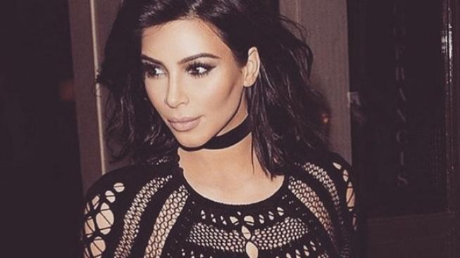 Těhulka Kim Kardashian: Proč třikrát denně leží vzhůru nohama a dává si na břicho led?