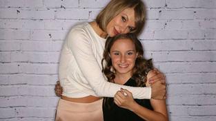 Taylor Swift se setkala s dvanáctiletou fanynkou, která přichází o sluch