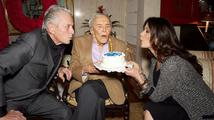 Úspěšný herec, producent a režisér Kirk Douglas ve středu oslavil 99. narozeniny