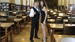 Karel Gott a Olga Lounová. Jejich duet si nyní můžete zazpívat dnes večer i vy!