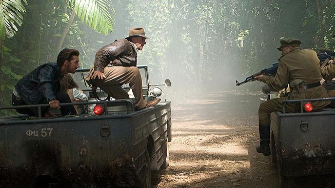 Harrison Ford a Shia LaBeouf ve filmu Indiana Jones a Království křišťálové lebky