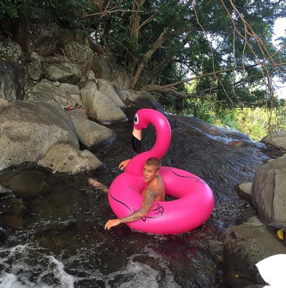 Justin Bieber se koupe