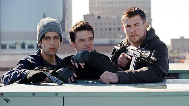 Josh Peck, Josh Hutcherson a Chris Hemsworth ve filmu Rudý úsvit: Nová krev