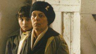 Jiřina Jirásková ve filmu Sestričky