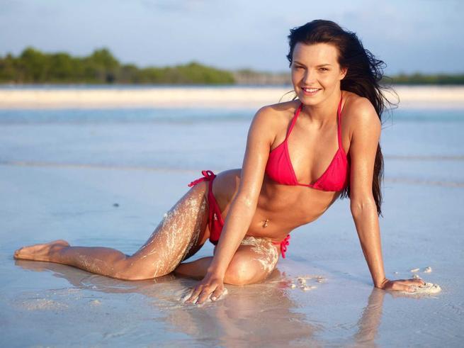 Suzie Carina Nude Photos 21