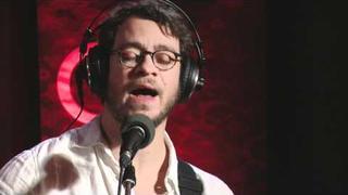 Amos Lee performing 'El Camino' on QTV