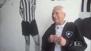 Nilton Santos visita a sede do Botafogo