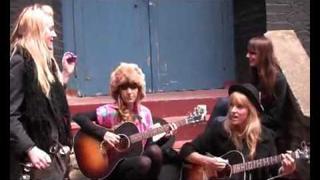Plastiscines - 'Barcelona' Live for FlyTV In The Courtyard