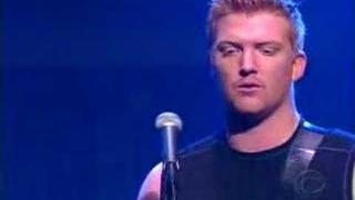 Queens of the stone age Live on Letterman Go with the flow