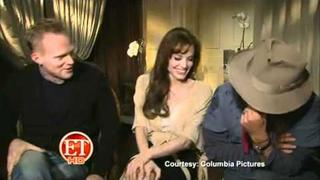 www.enveeus.com : Angelina Jolie and Johnny Depp Interview - The Tourist (and bloopers)