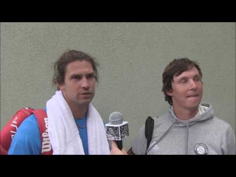 Lubomír Majšajdr a Martin Zahrádka po prohře v prvním kole deblu turnaje Svijany Open v Liberci