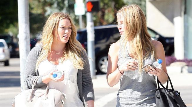 Hilary Duff (vlevo) vypadá výborně