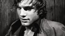 Sexy pár Ashton Kutcher a Mila Kunis se na čas stěhují do Velké Británie