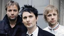 Nový klip Muse je jedna velká bláznivá párty