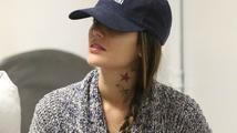 Nová móda? Půvabná Rachel Bilson ukázala barevné tetování na krku