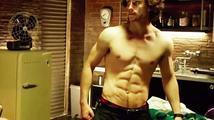 Aaron Taylor-Johnson: Kvůli Kick-Ass 2 má nejvymakanější břicho!