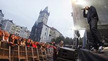 Jděte volit, znělo ze Staroměstského náměstí. Zapojila se Lucie, Chinaski, Vladimir 518 i Pražský výběr
