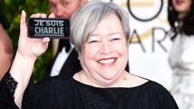 Zlaté glóby 2015: Řada celebrit dorazila s nápisy 'Je suis Charlie'