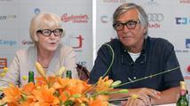 Eva Zaoralová o Bartoškovi: 'Je v pohodě, jen je mu blbě po chemoterapii'