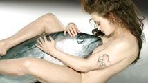 Pikantní fotky: Nahá Helena Bonham Carter s rybou mezi nohama