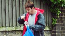 Jonathan Rhys Meyers popíjel vodku přímo na ulici