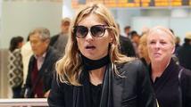 Kate Moss vyvedli z letadla. Opila se a urážela pilota