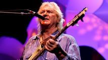 Fenomenální baskytarista a spoluzakladatel kapely Yes podlehl leukemii