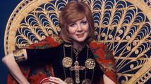 Celebrity truchlí: Zemřela jedna z nejslavnějších britských zpěvaček a moderátorek