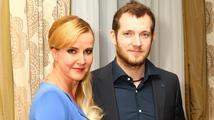 Vendula Svobodová se potřetí vdala. K oltáři ji vedl bývalý český premiér