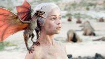 Představitelka Daenerys Targaryen: 'Sexuální scény by měly být jemnější!'