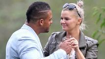 Manžel britské zpěvačky Kerry Katona byl zatčen za domácí násilí a držení taseru